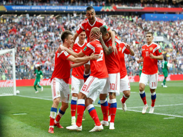 """Мааааааамааааа!"": Как россияне болели за свою сборную на матче с Испанией"