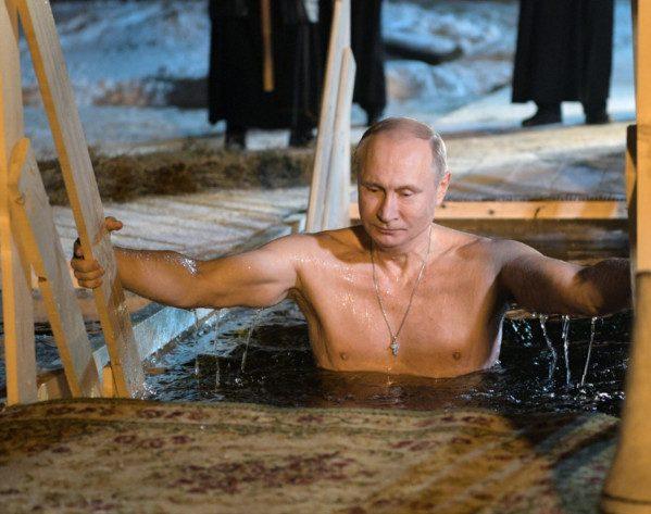 Путин на Крещение окунулся в прорубь