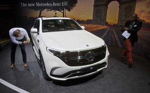 Кроссовер Merсedes-Benz EQC400 в Париже (ВИДЕО)