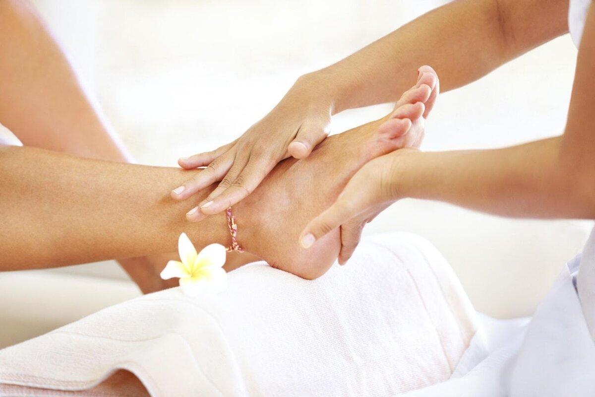Попросите своего партнёра выполнить мягкий массаж в области щиколоток