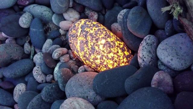 Необычные камни из озера Верхнее