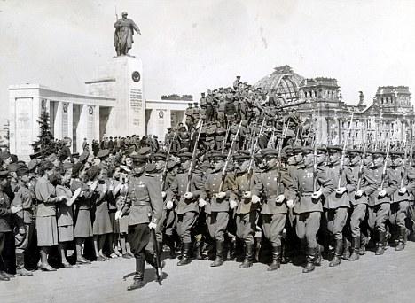 Зачем Сталин в 1946 году переименовал Красную Армию в Советскую
