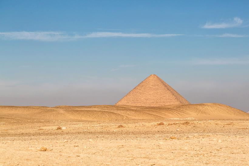 «Розовая» пирамида — первая настоящая пирамида Египта