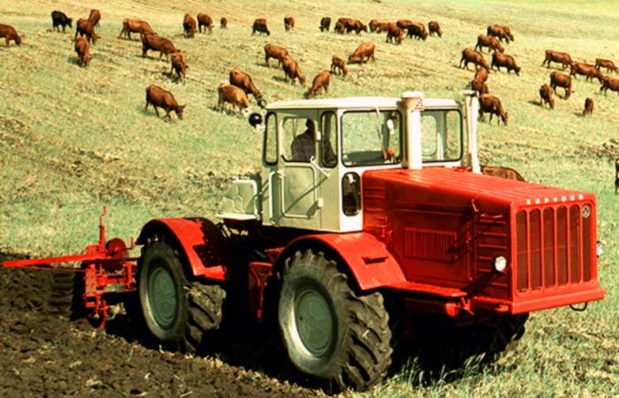 7 легендарных тракторов, которые помогали ставить трудовые рекорды