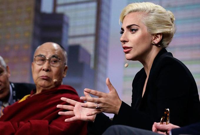 Леди Гага объясняет, как эли…