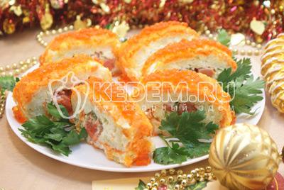 Украсить сверху красной икрой.Приятного аппетита! Счастливого Нового года! - Салат «Царский». Фото приготовления салата с красной рыбой и икрой на новогодний стол.