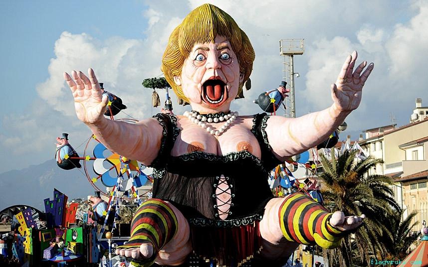 На фото: кукла с изображением канцлера Германии Ангелы Меркель.