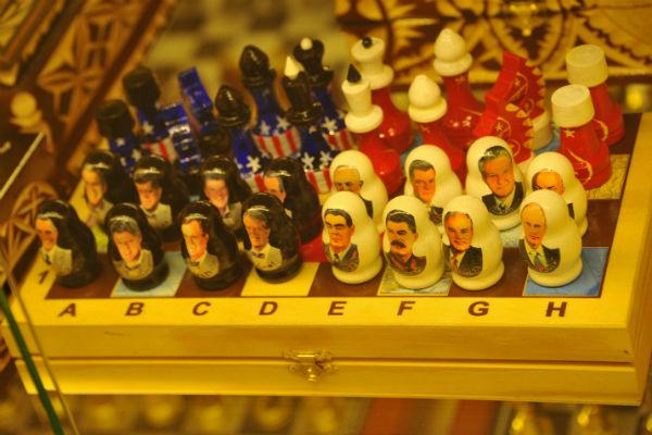 Госдума потратит сотни тысяч рублей на лупы, шахматы и деревянных медведей