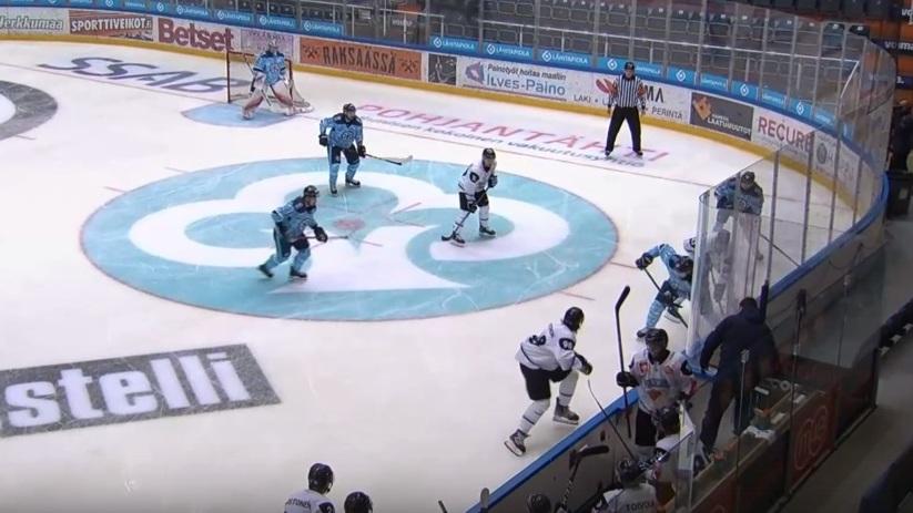 Хоккейная «Сибирь» вырвала п…