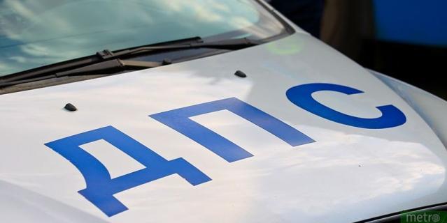 В Екатеринбурге автомобилистка врезалась в автобусную остановку с людьми