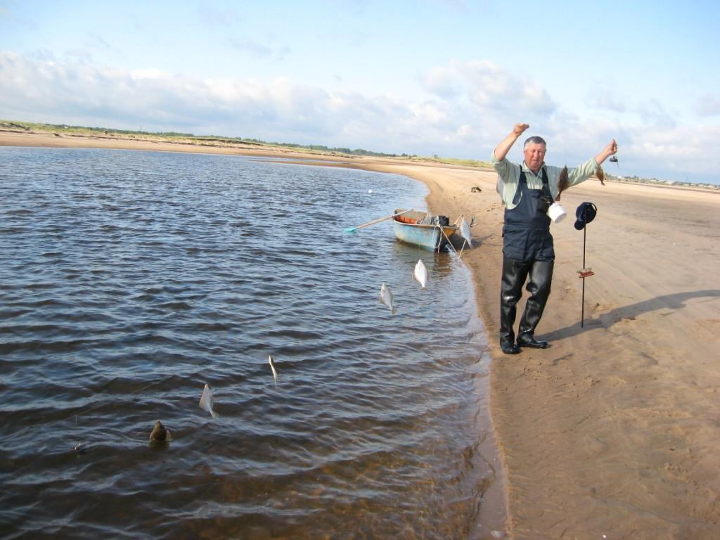 на что ловить рыбу в крыму на море