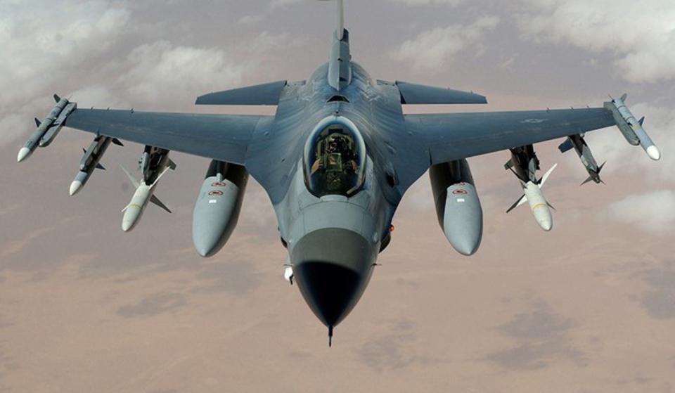 Истребители F-16 подняли в в…