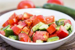 Почему не стоит есть огурцы вместе с помидорами?