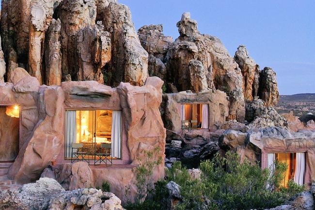 Отель в скальных пещерах в ЮАР