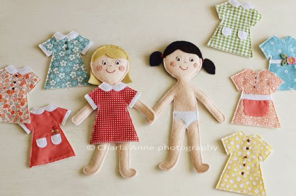 Войлок одеваются куклы.