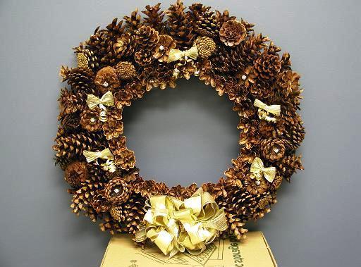 рождественский венок из шишек своими руками на дверь