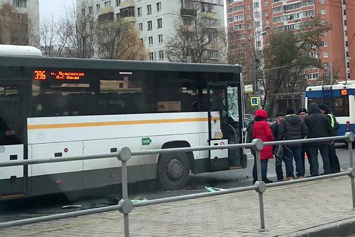 На Щелковском шоссе столкнулась маршрутка и автобус: Пострадали семь человек