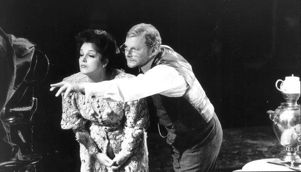 Светлана Аманова и Виталий Соломин на сцене Малого театра. Фото: maly.ru