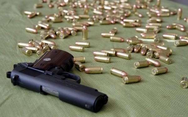 Вооруженная украинка пыталас…