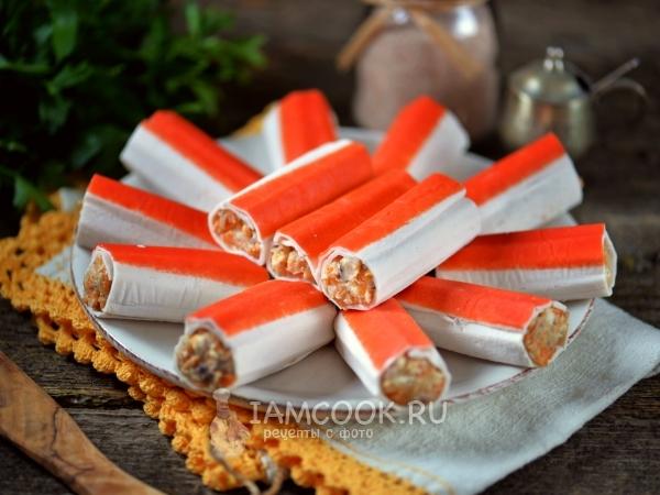 Крабовые палочки, фаршированные паштетом из селедки