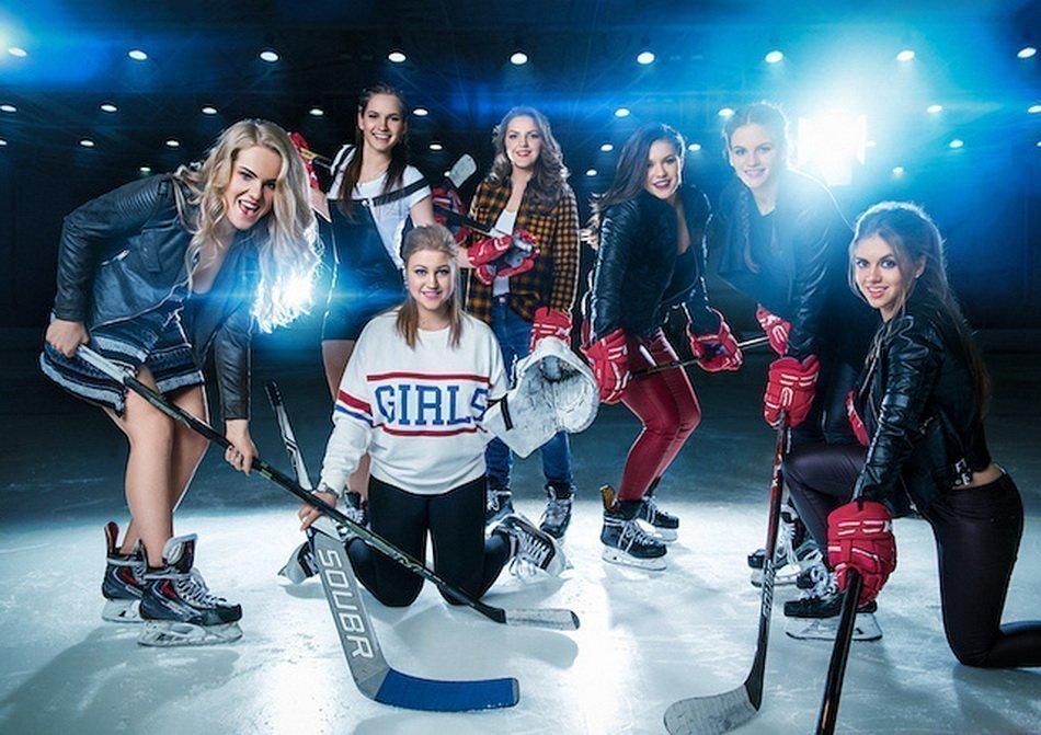 Российская женская хоккейная лига снялась в откровенном календаре. ФОТО