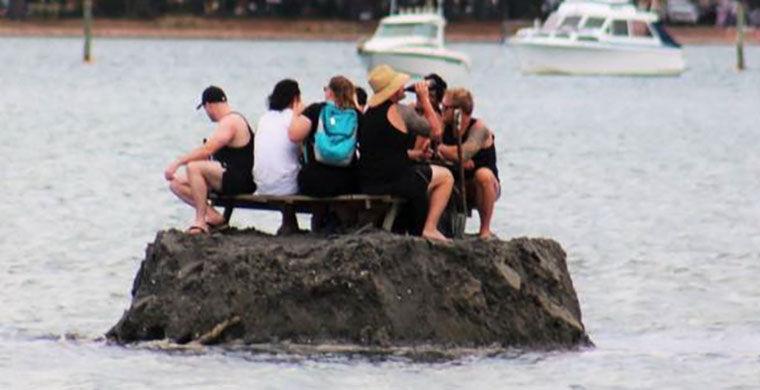 Новозеландцы построили свой остров, чтобы избежать запрета на алкоголь