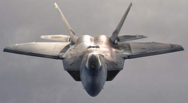 F-22 Raptor и B-2 Spirit против Ту-95 и Ту-160: эксперты оценили возможности РФ и США при военном столкновении в Сирии