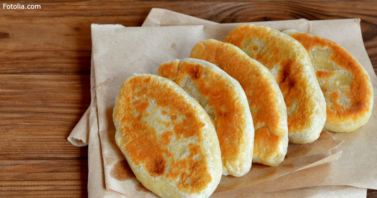 Если есть пакет кефира, можно нажарить тарелку вот таких пирожков