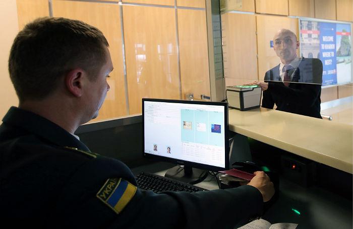 «Пограничники с нами как с врагами». На Украину не пускают ни мужчин, ни женщин из России