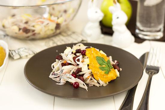 салат из квашеной капусты фото готового блюда