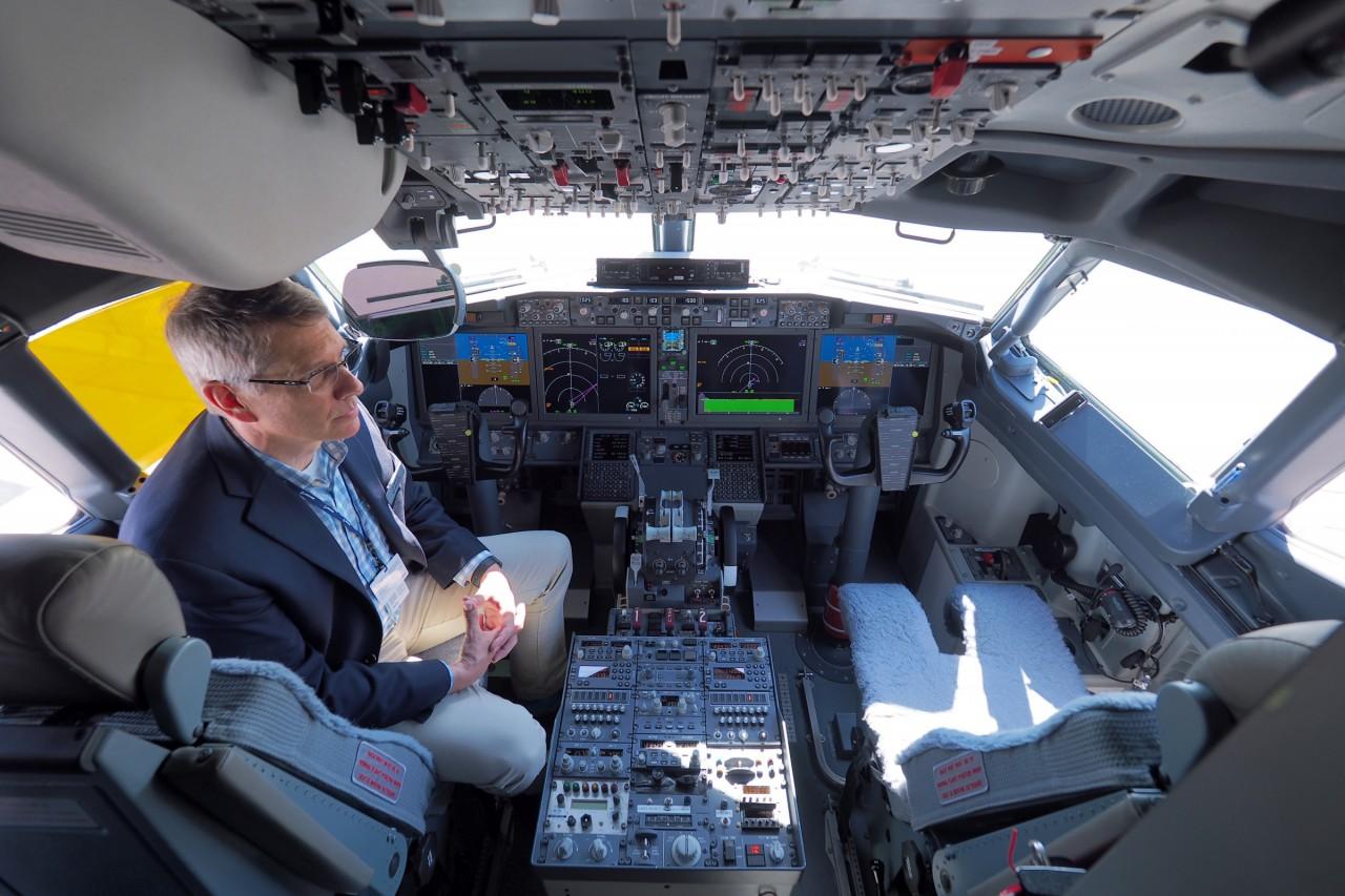 Пилоты учились летать на Boe…