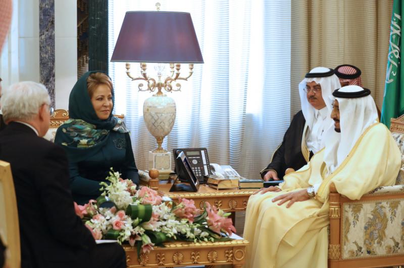 Матвиенко рассказала, почему надела платок и зеленое платье в Саудовской Аравии