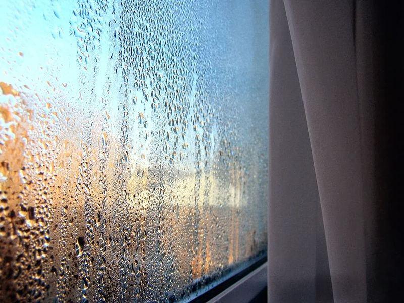 Плачут и потеют окна на даче - мы знаем, как устранить причину!