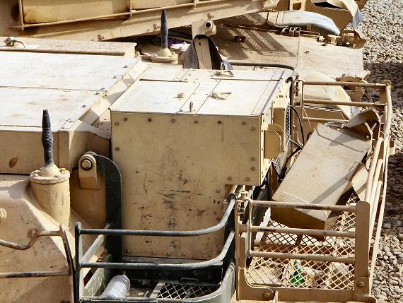 Как американский танк Abrams пулеметным огнем уничтожили