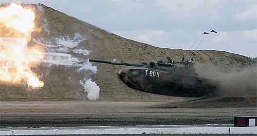 Высокие боевые качества Т-80 при, практически, самой низкой боевой массе, в основном, достигнуты благодаря плотной компоновке