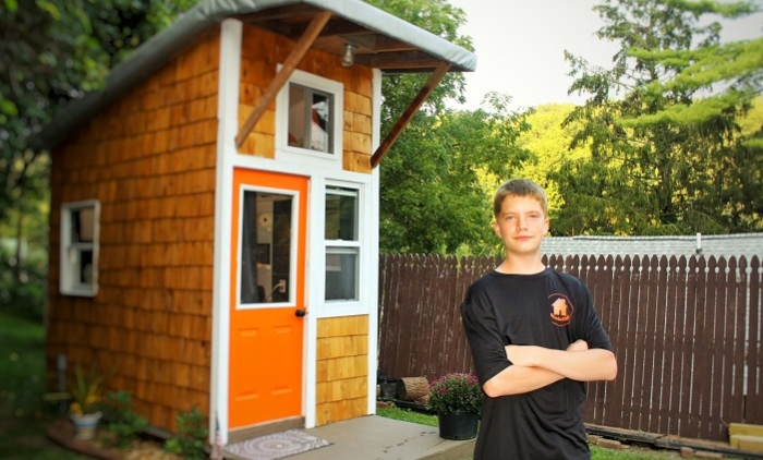 13-летний мальчик построил себе дом