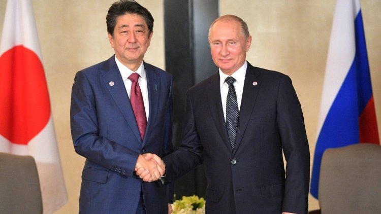 Путин и Абэ приступили к пер…