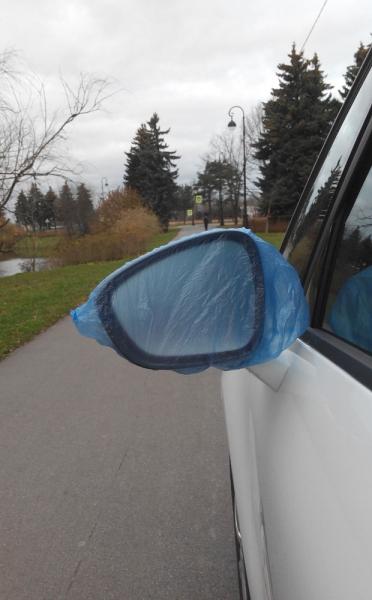 Спасение автомобильного зеркала от грязи