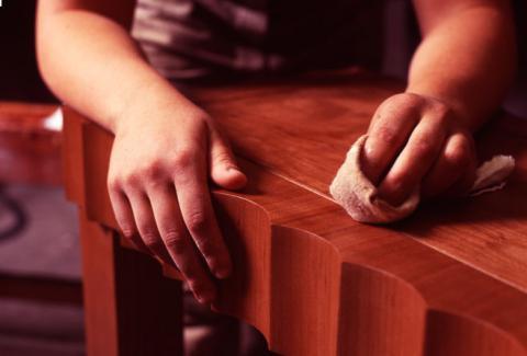 Выводим пятна на мебели: средства удаления пятен с деревянной и лакированной мебели