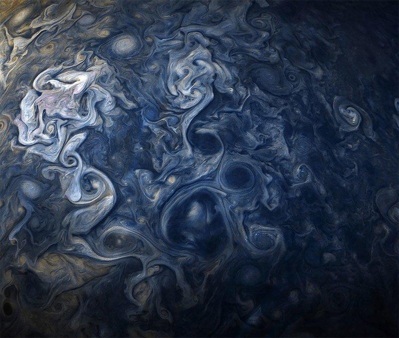 NASA показало удивительное явление на Юпитере