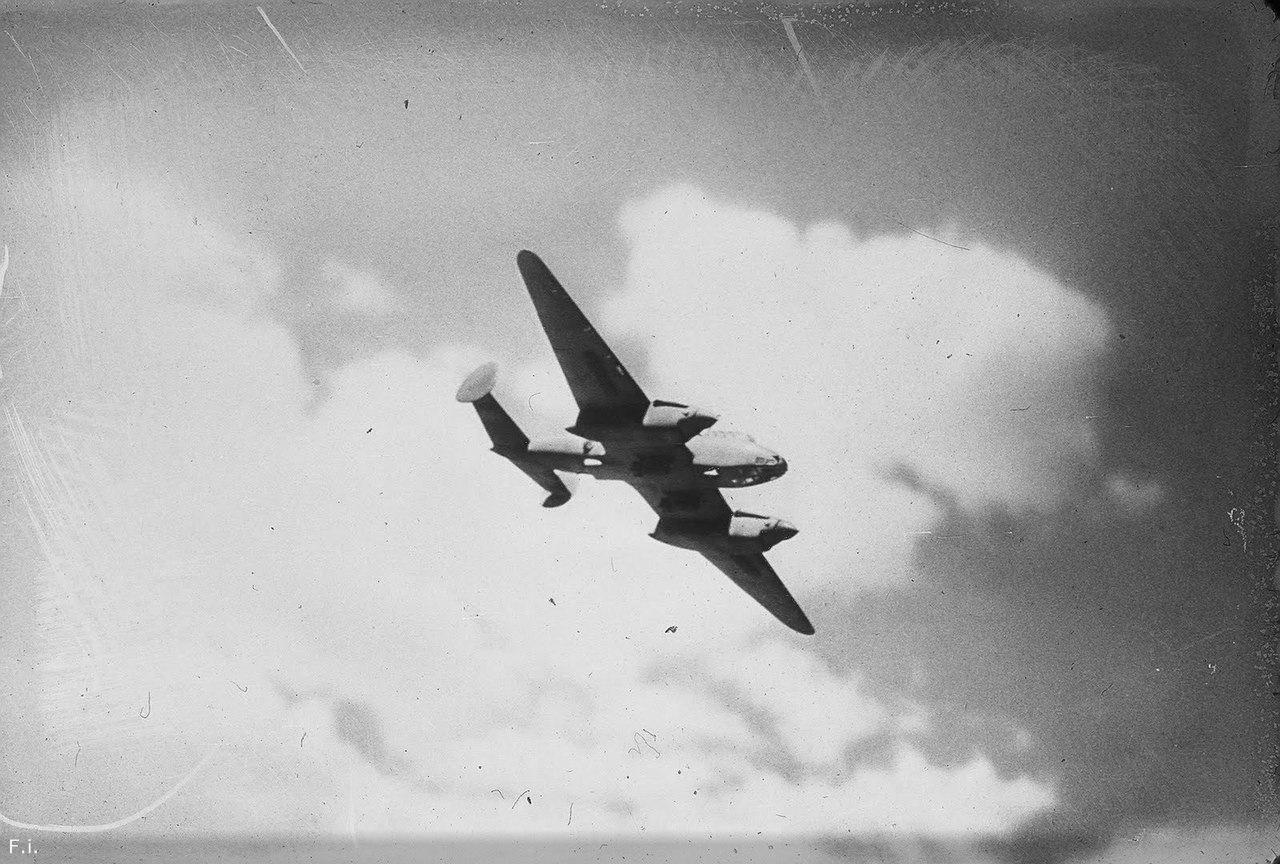 — Как русские смогли утащить целый самолёт из-под вашего носа? – немецкий генерал развёл руками. – Тупицы!