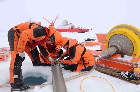 Китайские ученые установили в Арктике беспилотную ледовую станцию