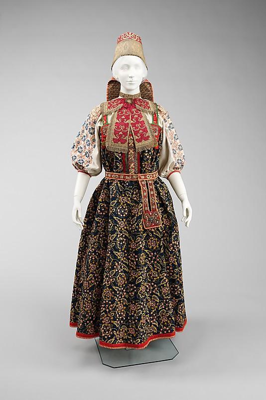 Русский национальный костюм - живая сила красоты