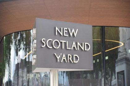 """Полиция Лондона не может разгадать тайну """"отрезанного пальца"""""""