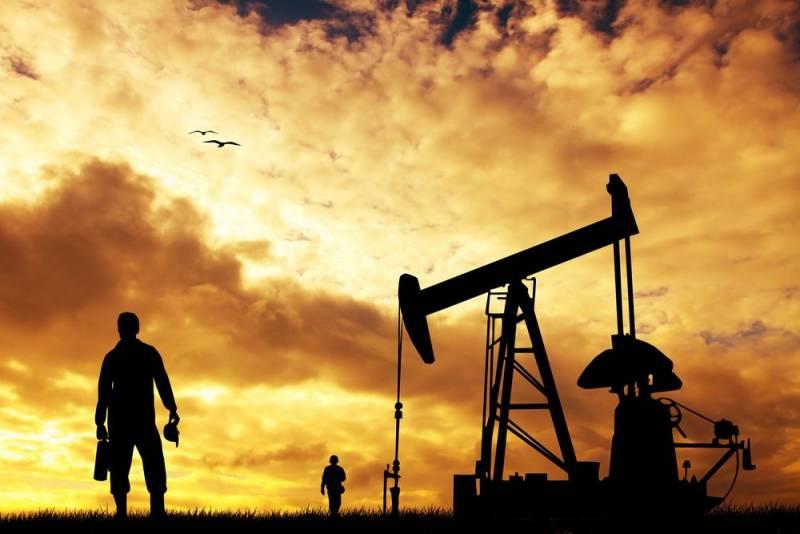 Почему цена на нефть продолж…