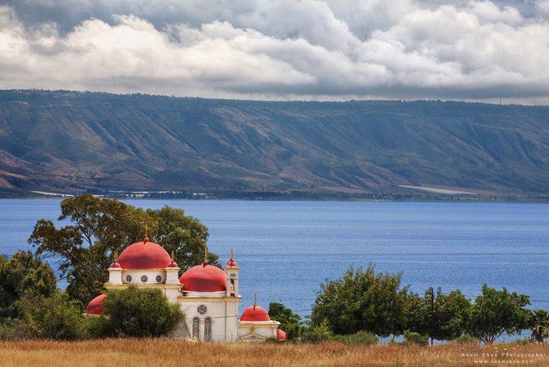 Греческая церковь у Средиземного моря? Нет, церковь 12 Апостолов на берегу Тивериадского озера (Галилейское море в евангельском контексте) Израиль, красиво, красивые места, природа, страны, страны мира, фото, фотограф
