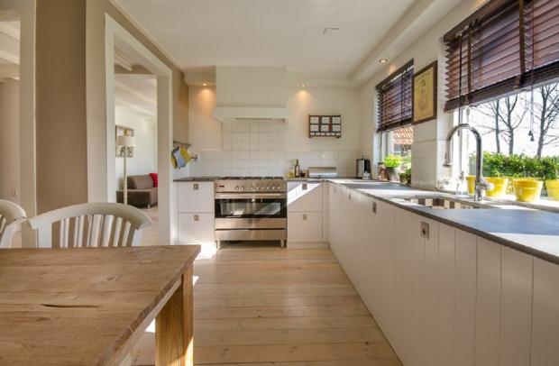 5 простых способов избавиться от неприятного запаха в доме после приготовления пищи