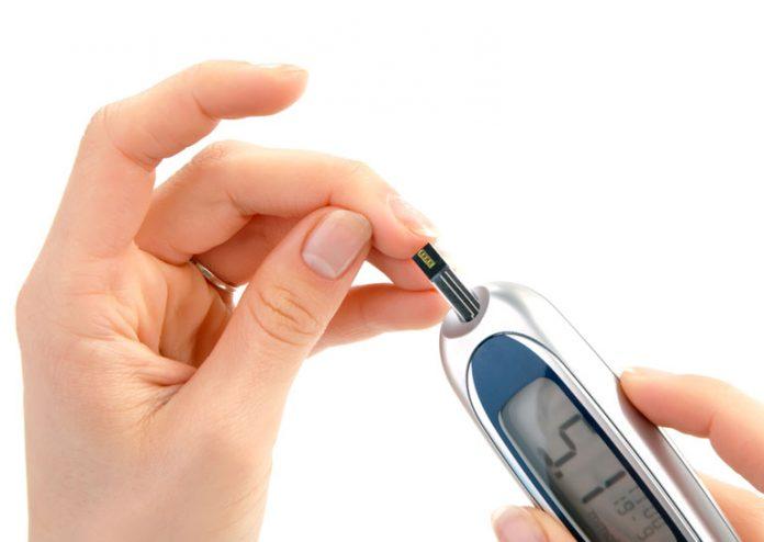 5 ранних предупреждающих симптомов высокого уровня сахара в крови (и как исправить это)