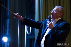 Жириновский предложил штрафовать производителей чипсов за толстеющих россиян