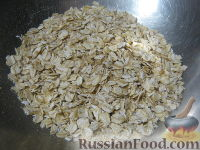 Фото приготовления рецепта: Овсяные оладьи для детей (на молоке) - шаг №3